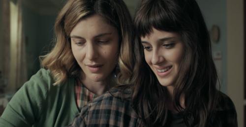 Madre e figlia in una toccante scena del film